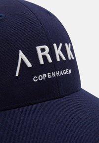 ARKK Copenhagen - UNISEX - Cap - navy - 5
