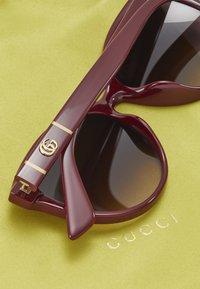 Gucci - Okulary przeciwsłoneczne - burgund/red - 2