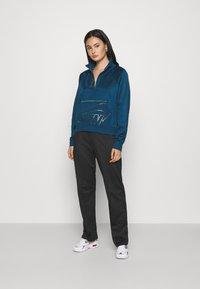 Nike Sportswear - Mikina - valerian blue/deep ocean/metallic gold - 1