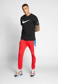 Nike Sportswear - Camiseta estampada - black/white - 1