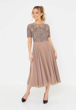 Vestido de cóctel - taupe
