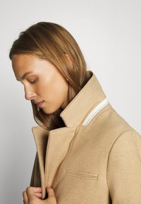 mine to five TOM TAILOR - COAT BASIC - Klasický kabát - warm sand melange - 4