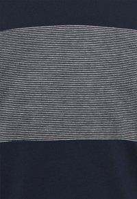 TOM TAILOR - WITH STRIPED INSERT - T-shirt med print - dark blue - 5