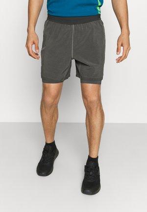 YOGA 2 IN 1 - Pantalón corto de deporte - anthracite/gray