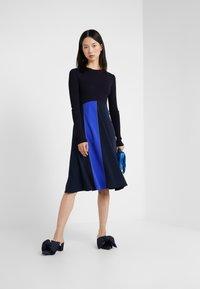 Sportmax Code - RUPIA - Strikket kjole - blau - 1