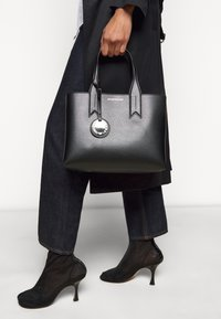 Emporio Armani - FRIDATOTE BAG - Handbag - nero/tabacco - 1