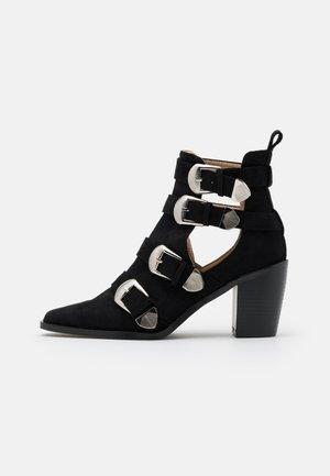 ADLEY - Kovbojské/motorkářské boty - black