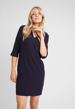 DRESS SHORT - Denní šaty - tinte