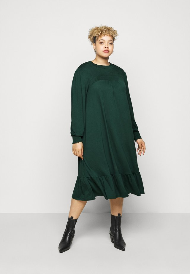 SHIRRED YOKE DRESS - Robe en jersey - green