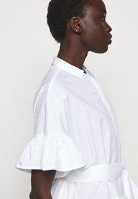 TWINSET - ABITO MORBIDO IN COMFORT - Shirt dress - bianco ottico - 5