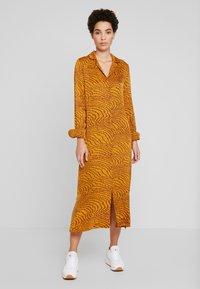 Levete Room - GHITA  - Košilové šaty - sudan brown - 0