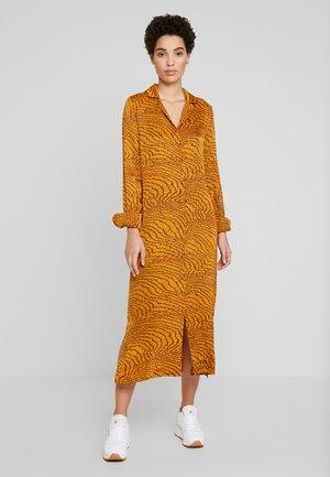 GHITA  - Shirt dress - sudan brown