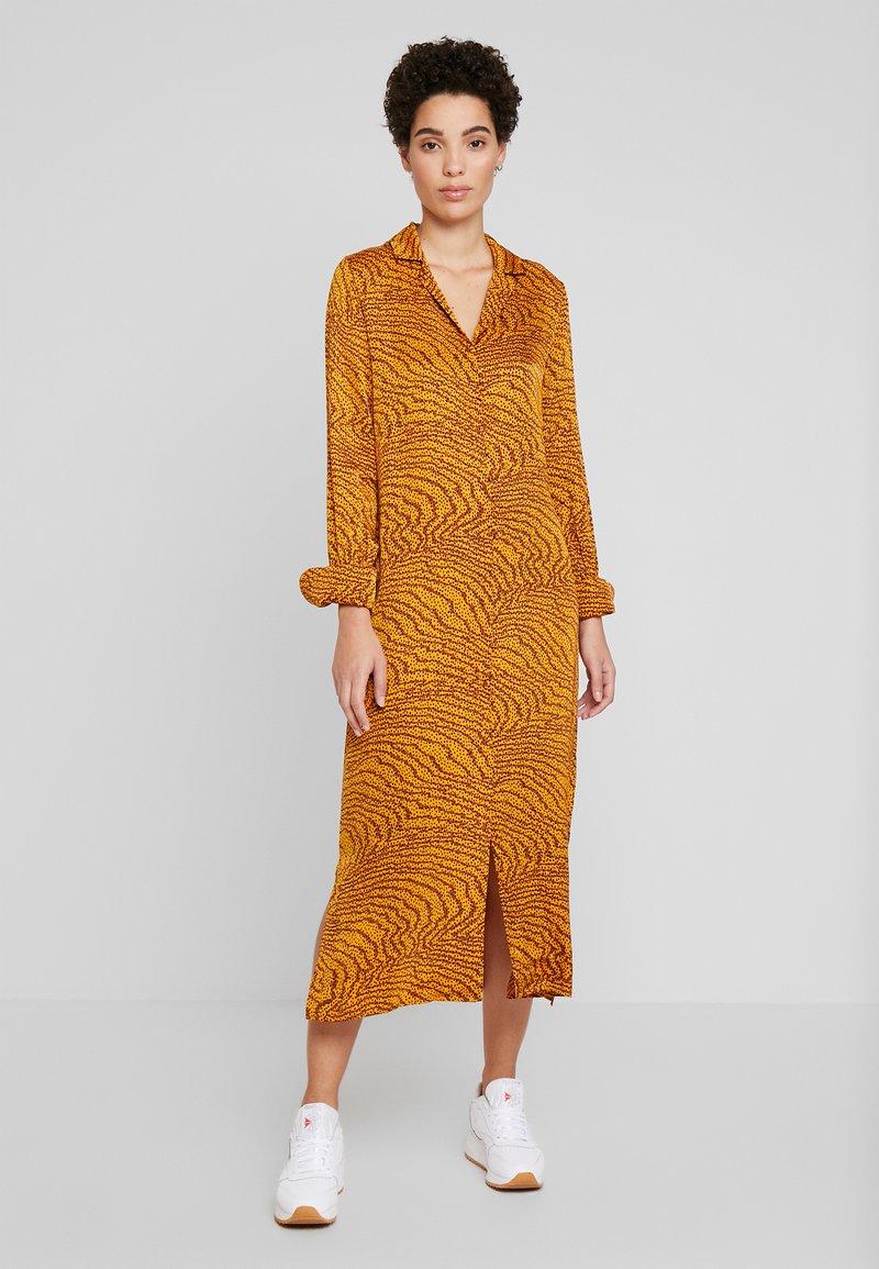 Levete Room - GHITA  - Košilové šaty - sudan brown