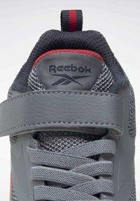 Reebok - RUSH RUNNER 3.0 - Zapatillas de running neutras - cdgry5/ntnavy/vecred - 10