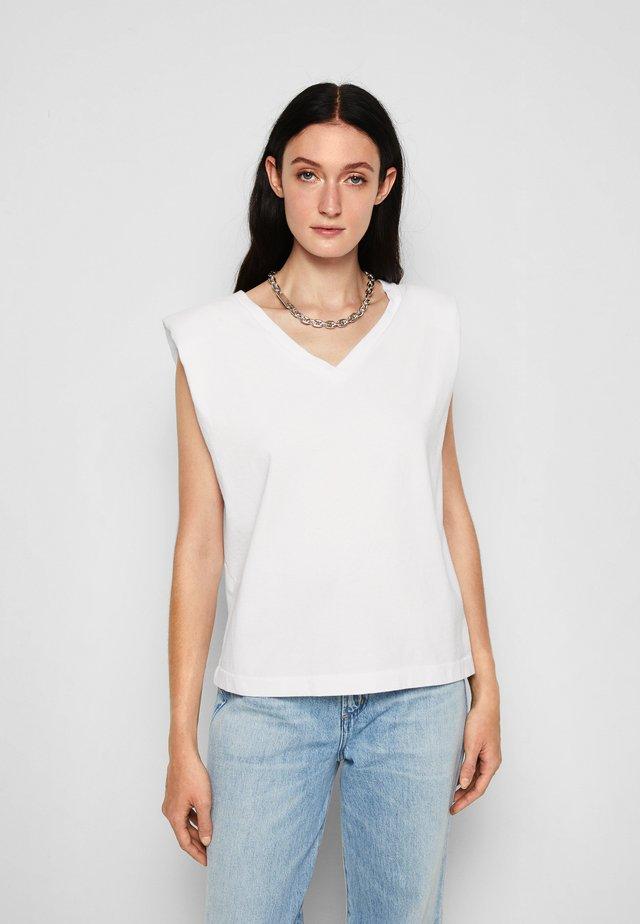 ZOSIA PADDED SHOULDER V-NECK - T-Shirt basic - white