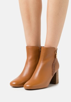 LOUISE - Ankle boots - tan