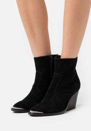 SOFIA - Cowboy/biker ankle boot - black