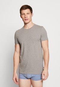 Levi's® - SOLID CREW 2 PACK - Undershirt - middle grey melange - 1