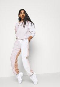 Nike Sportswear - Trainingsbroek - platinum violet/vast grey - 3