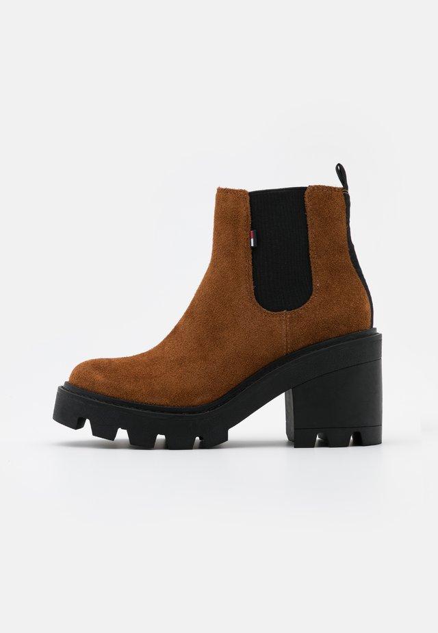 ESSENTIAL MID HEEL - Ankle boots - winter cognac