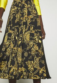 Versace Jeans Couture - SKIRT - A-line skirt - black/gold - 6