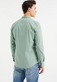 WE Fashion - SLIM FIT  - Shirt - mint green - 2