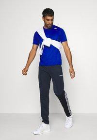 adidas Performance - 3 STRIPES SPORTS REGULAR PANTS - Teplákové kalhoty - legink/white - 1