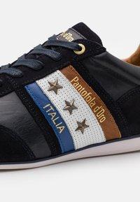 Pantofola d'Oro - IMOLA UOMO - Matalavartiset tennarit - dress blues - 5
