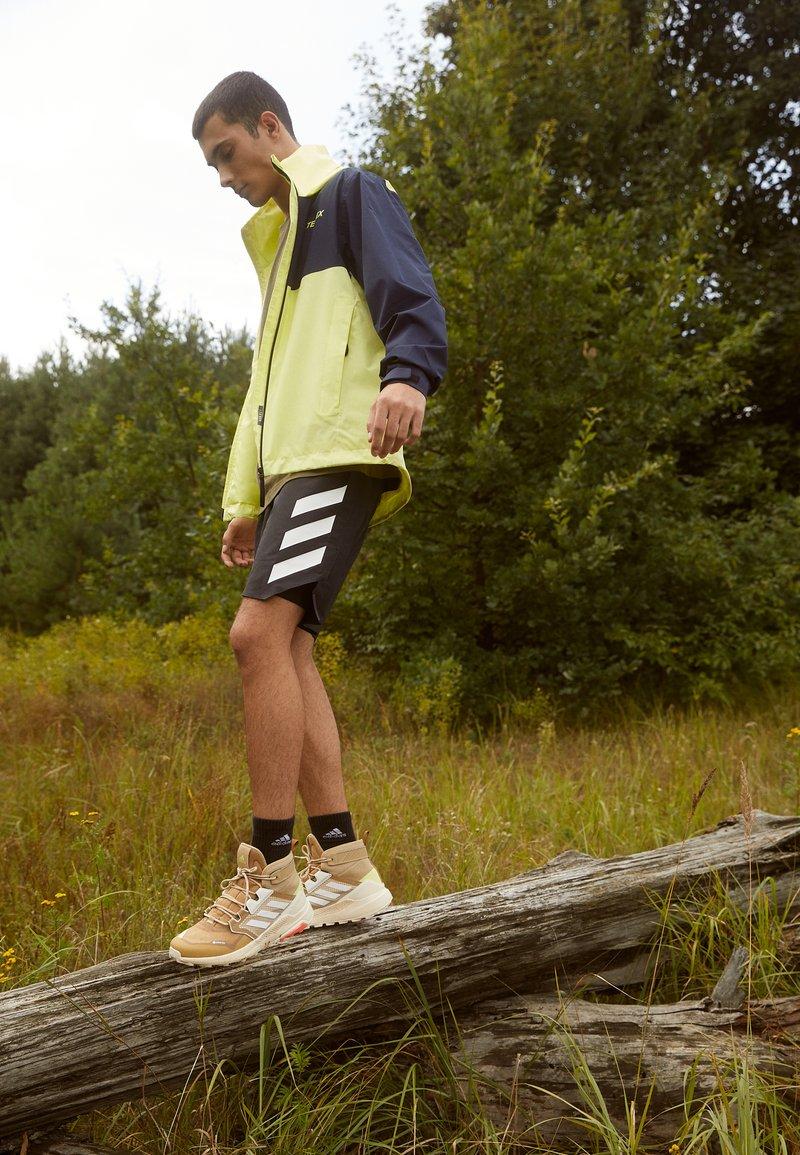adidas Performance - TERREX TRAILMAKER MID GORE-TEX - Scarpa da hiking - beige tone/crystal white/white