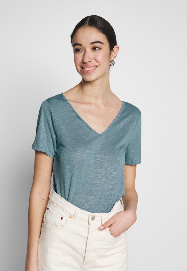 VINOEL  - T-shirt basic - ashley blue
