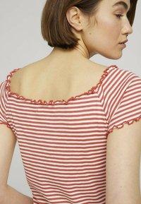 TOM TAILOR DENIM - CARMEN - Print T-shirt - coral white stripe - 3