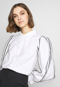 CMEO COLLECTIVE - FOUNDER - Button-down blouse - white - 3