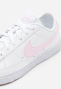 Nike Sportswear - BLAZER LOW - Trainers - white/pink - 5