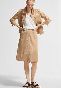 comma - MIT TUNNELZUG - A-line skirt - sahara - 1