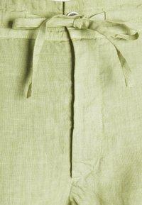 120% Lino - TROUSERS - Kalhoty - olive - 6