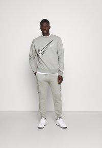 Nike Sportswear - SOS CREW - Sweatshirt - grey heather - 1
