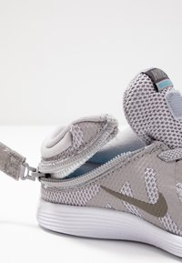 Nike Performance - REVOLUTION 4 FLYEASE - Neutral running shoes - atmosphere grey/metallic pewter-thunder grey-lt current blue - 6