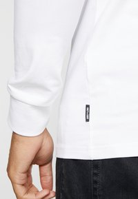 Only & Sons - ONSESSAY ROLLNECK TEE - Long sleeved top - white - 5