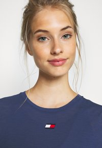 Tommy Hilfiger - PERFORMANCE - Camiseta estampada - blue - 4