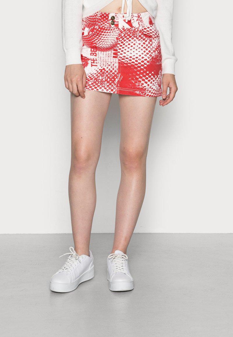 Jaded London - SCREEN MINI SKIRT - Mini skirt - red/ white