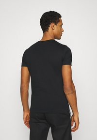 Calvin Klein Jeans - SEASONAL MONOGRAM TEE - Camiseta estampada - black/andean toucan - 2