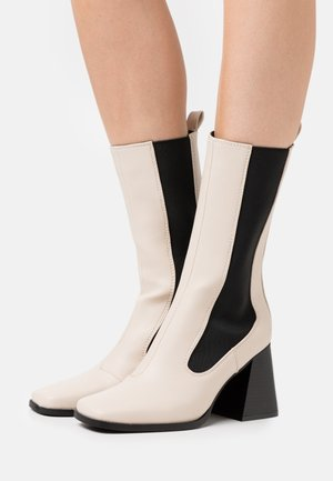 REACT - Boots - bone