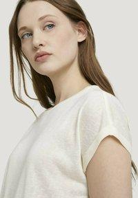 TOM TAILOR DENIM - Basic T-shirt - soft creme beige - 3