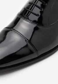 Walk London - ALFIE OXFORD TOE CAP - Smart lace-ups - black - 5