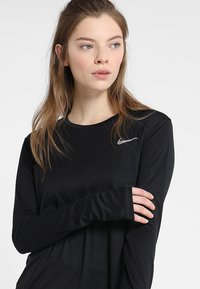 Nike Performance - MILER - Funktionsshirt - black/reflective silver - 3