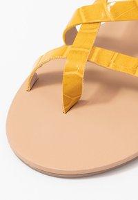 Dorothy Perkins - FABIENNE TRIPLE STRAP GLAD T-BAR - tåsandaler - yellow - 2