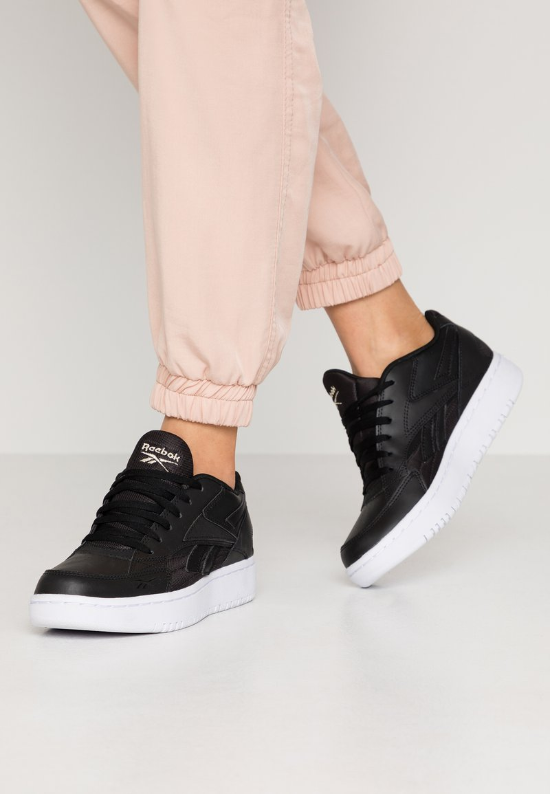 Reebok Classic - COURT DOUBLE MIX - Trainers - black/white/panton