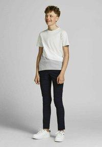 Jack & Jones Junior - T-shirt med print - glacier gray - 1