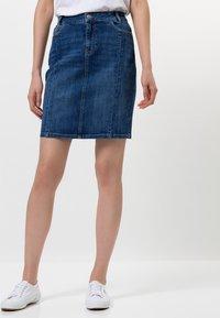 zero - MIT TASCHEN - Denim skirt - dark mid blue wash - 0