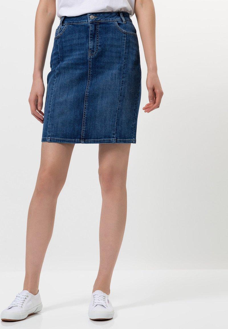 zero - MIT TASCHEN - Denim skirt - dark mid blue wash